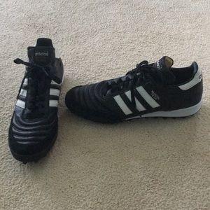 Adidas Mundial Team Size 10